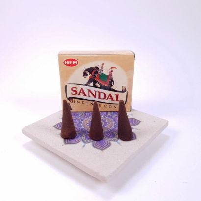 Conuri parfumate Sandal, realizate in India de Hem